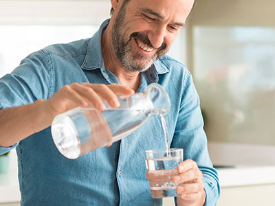 ¿A qué se debe la sed en verano?