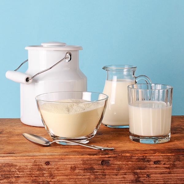 ¿Es la leche fresca más nutritiva que la leche en polvo?